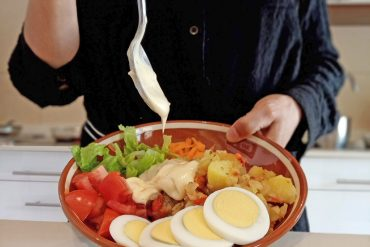 Amanida de patates - posant maionesa b